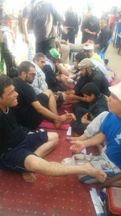 #پیاده روی #اربعین و #زخمی #شدن #پای زوار و #رسیدگی #به آنها# از #طرف #مردم  عراق#