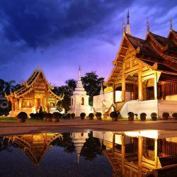 معبد پهارا سینگ یکی از جاذبه های گردشگری تایلند و یکی از معابد پر بازدید شهر چیانگ مای است. این معبد در بخش قدیمی شهر چیانگ مای و در نزدیکی دیوارهای  باستانی قرار دارد