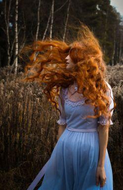 جهان، از چشم های تو شروع می شود و جایی در امتداد آشفتگی موهات ، به باد می رود...  #کامران_رسول_زاده