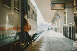 قـطار ســوت کشید و رآه افتاد.. همه گوشـشان را گرفـتند و مـن قلبــم رآ .. #مُبیـنا