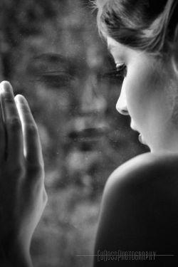 جهان، خالی تر از آن است که جای خالی تو را حس نکنم و خیال کن چه خالی شده ام وقتی حتی خیالت هم سهم دیگران شده باشد...   #کامران_رسول_زاده