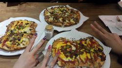 پیتزا یونانی و ویژه کاج / رشت / منظریه ( اگه رفتین رشت حتما برین محشره )