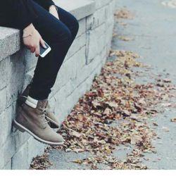 دلم از نداشته هام گرفته  دوست دارم خودمو ب سمت نامعلومی ترک کنم....