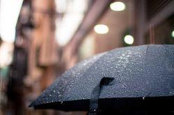 ماجراهایی که با من زیر باران داشتی     شعر اگر می شد قریب پنج دیوان داشتم ...