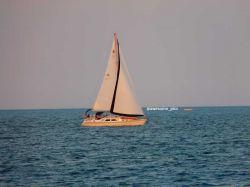 قایق یعنی امید! / زندگی بخش است، قایق / مقصدش اما / حبس، یا آزادی است...