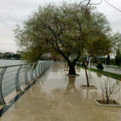یک روز زیبای بارانی کنار دریاچه