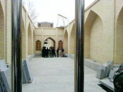 اینجا پشت عالی قاپو اصفهان ، ما پشت نرده ها و اون طرف نرده ها هم حامد زمانی و چند نفر دیگه درحال عکس انداختن . (کپی حتی با ذکر منبع حرام است)