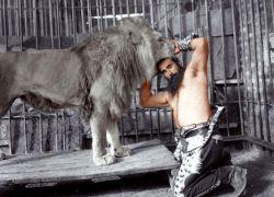 تشییع جنازه ی سیروس قهرمانی امروز ساعت 9 از دروازه قران به سمت باغ وحش خودش