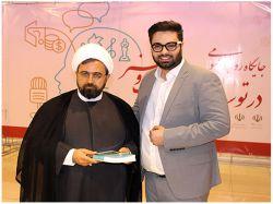 مدیر مرکز پارس در کنار جناب آقای دکتر ارزانی مدیر کل محترم فرهنگ و ارشاد اسلامی