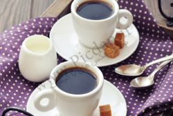 هیچ حواسم نبود........                            دو فنجان چای ریختم..........