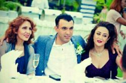 اینم اقا سینا همراه با همسر و مادرش
