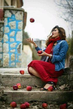 حوا هم که باشی،آدم نمیشوم!!بیخودی به جای لبانت سیب تعارف نکن!...