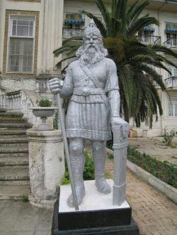 مجسمه رستم در رامسر