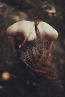گفتم که دلم هست به پیش تو گرو،دل باز ده آغاز مکن قصه ی نو... افشاند هزار دل ز هر حلقۀ زلف،گفتا که دلت بجوی و بردار و برو...