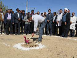 خانواده مرحوم حمید عباسی بانی خیر ساخت درمانگاه جدید در شهر مهردشت به یاد و نام آن مرحوم شدند.