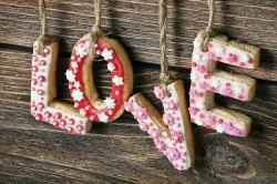 عشق یعنی درهزاران مثنوی بوی یک تک بیت مست و مدهوشت کند