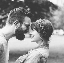 """من اعـتراض دارم و تـا وقتـی که """"روز جهآنی خنده هـای تورا"""" به تقـویم اضـافه نکنند ، من امسـآل را تـحویل نمیـدهـم .. عید بایـد روز خنده های تو باشد و آن روز به خانه ام بیایی و آغوشت را بی من عیدی دهی و چنان سخت در آغـوشم گیری و هـوای خنده هایت بَـرم دارد که جدآیـی در تقویم جهان بمیرد!♥"""