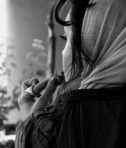 بگذار که یک عمر فقط قهوه ببویم تا بلکه فراموش کنم عطر تنت را