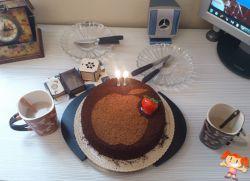 یک کیک تولد_ چندتا عکس یادگاری_یک روز فراموش نشدنی..