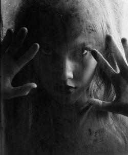 شبیه مه شده بودی!! نه میشد در آغوشت گرفت.. و نه آنسوی تو را دید.. تنها میشد،، در تو گم شد که شدم..!!