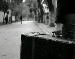 دلتنگی خیابان شلوغیست ، که تو در میانه اش ایستاده باشی ،  ببینی می آیند و می روند و تو همچنان ، ایستاده باشی ! ...