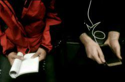 تفاوت دو نگاه کتاب خوانی یا دنیای مجازی؟ #مترو_نوشت #مترو_گرافی #عکاسی_با_موبایل
