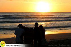 #غروب زیبا #ساحل #دریا در شهر #صور واقع در #جنوب #لبنان . مردم عصر روز تعطیل در حال گردش و تفریح هستند.