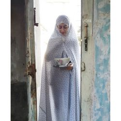 خـودت مى دآنى من اهل پآرك و كآفه و سینمآ نیسـتم قرآرمآن همآن كوچه قدیمى تـو نذرى بیآور من در رآ بآز مى كنم تـو لبخند بزن من، م م ن، م م... بشقآب شكست! #محسن_حسین_خآنى :)