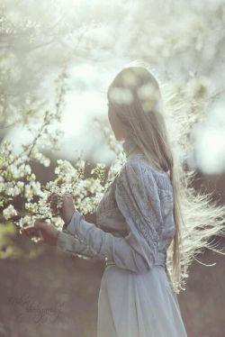 تو بهاری؟ _نه، _بهاران از توست. |حمید مصدق