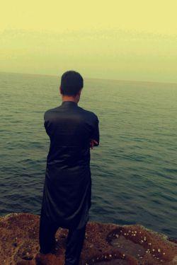 وقتی دلت گرفته باشه …  تمام آرامش یک ساحل را هم به تو بدهند …  باز هم دل تو بارانیست …  خیس تراز دریا خراب تر از امواج