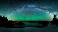 کهکشان آندرومدا یا زن بر زنجیر (Andromeda Galaxy) یک کهکشان مارپیچی واقع در صورت فلکی آندرومدا است که حدود ۲٫۵ میلیون سال نوری از ما فاصله دارد
