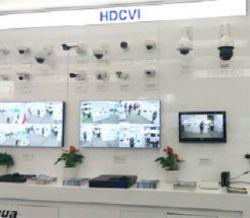 دوربین مداربسته HDCVI داهوا نسخه 3 دوربین مداربسته HDCVI داهوا در نمایشگاه CPSE 2015 با موفقیت به نمایش گذاشته شد. دوربین مداربسته HDCVI داهوا در چندین کاربری متفاوت مورد استفاده قرار گرفته است و همچنین به بازار دوربین مداربسته اثبات کرده است که آینده ای روشن و به همراه پتانسیل قوی در ارائه بهترین کیفیت در تکنولوژی HDCVI ثابت قدم بوده است ... منبع: http://www.rashsystem.com/cnt/100/494