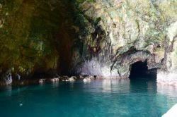 #غار در دل صخره های ساحل #روشه که بر اثر جریان آب ایجاد شده است.