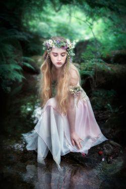 ای گل بهارم، دشت لاله زارم/ قلب داغدارم، سنگ بی مزارم/ درد موندگارم، روز ناگوارم زخم بی شمارم زهر روزگارم