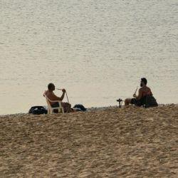 فقط یه #لبنانی میتونه بیاد کنار #دریا برای هواخوری و تفریح و به این منظور #قلیون بکشه!