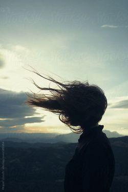 به سلامتی اونایی که طبیب دلهای دردمندن  ولی خودشون دنیای دردن....  آره پر از دردم   پر از بغضم