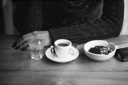 روزهـا  پُر و خالی می شوند... مثلِ فنجان هایِ چای در کافه های بعد از ظهر! امـا هیچ اتفاق خاصی نمی افتد، اینکه مثلا تو نـاگهـان در آن سویِ میز نشسته باشی .. !  #رسول_یونان