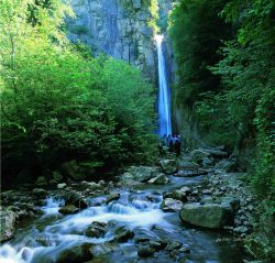 آبشار چلی واقع در علی آباد استان گلستان