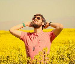 یه روزِ آفتابی ولی سرد… بوی بهار میداد ولی #زرد… یه یادگاری جا گذاشتی… مثل همیشه رو دلم: درد!شعرای قدیمی داداش..عکس از مهساخانوم البته شعره کامل نیست..وایی عکسوو..فرمانده ی خوشتیپمون