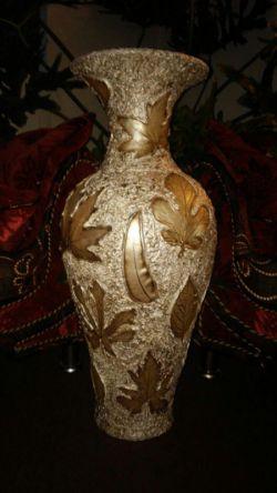 آثار هنری فانتزی و منحصر بفرد مریم نامدار در سال 1395 شامل  گلدان  های سفالی با هنر رنگ و بافت - قابل شستشو و به رنگهای سفید استخوانی و طلایی - آبی فیروزه ای - قهوه ای و ... تلفن سفارشات : 00989352783491 -  pzasna@gmail.com  وبسایت : www.f-h-r.pyshraft.com