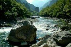 اگر سنگ در مسیر رود نباشد صدای آب زیبا نیست