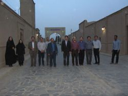 تعدادی از اعضای هیات علمی دانشگاه آزاد اسلامی گناباد و هیات رئیسه این واحد دانشگاهی در روستای تاریخی ریاب(gonapa.ir)