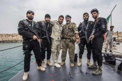 نمایی از پشت صحنه مستندمسابقه #فرمانده (سری دوم) که سردار شهید محمد ناظری در وسط تصویر دیده میشوند