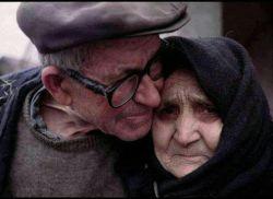 همیشه حواست  به دو نفر خیلی مهم زندگیت باشه پدر که برای پیروزیت زندگیشو باخت مادر که پیروزی زندگیتو مدیون دعاشی