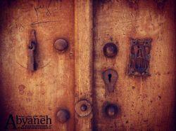 نمایی از درب های خانه ای روستای ابیانه