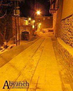 نمایی از داخل روستای ابیانه