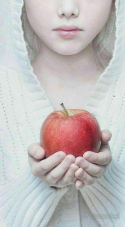 شکل تمام ِ  تو .......بوی بهارهای آ بی می داد ....