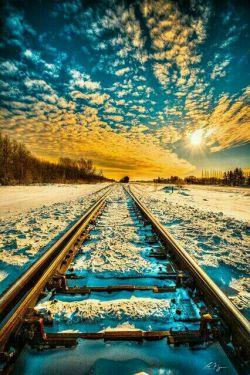 جاده زندگی نباید صاف وهموار باشد وگرن خوابمان میبرد  دست اندازها نعمت بزرگی هستند،،،،!!