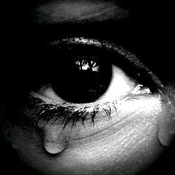 خرابم میکند ..چشمانت...میدانی چقدر درد سر ساز میشد نگاهت..وقتی نگاهم در هوای بال میزند..خشک میزند تمامم..