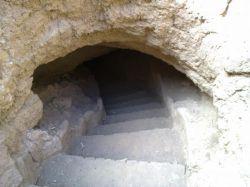 عمیق ترین و مهندسی سازترین قنات جهان  قطعه سفالهای پراکنده در اطراف دهانه ی چاههای این رشته حاکی از این است که رشته ی قصبه واقع در کانال اولیه ی اصلی قنات بوده که در زمان هخامنشیان حفر شده است